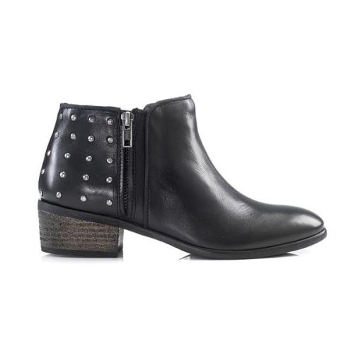 studded-boot